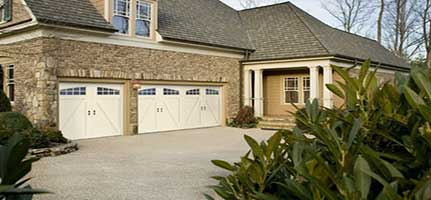 feature-carriage-house-amarr-garage-door-img1