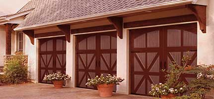 feature-carriage-house-amarr-garage-door-img2