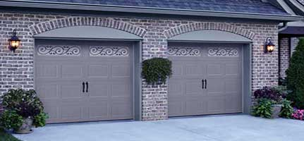 traditional-carriage-house-amarr-garage-door-img3